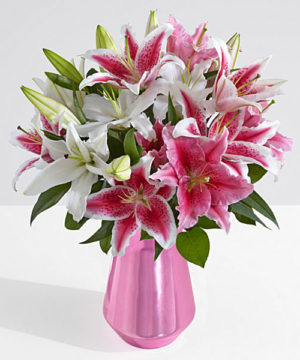 lilies,glassvase,vase,special,onlineflowerdelivery,gift