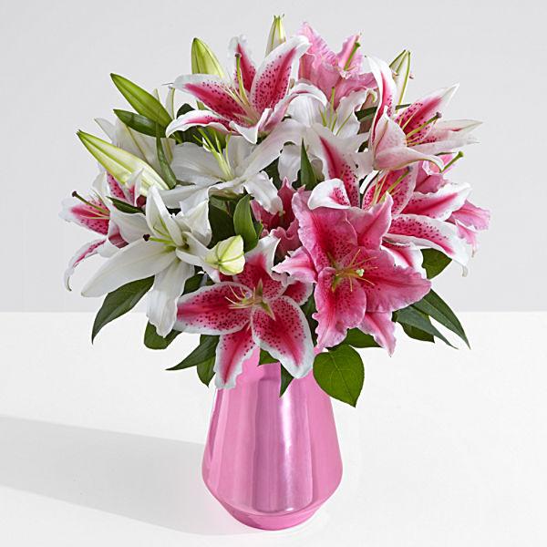 lilies,glassvase,vase,special,onlineflowerdelivery,gift