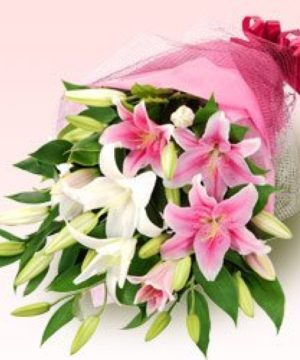 lilies,glassvase,vase,special,onlineflowerdelivery,wrap,lilywrap,gift