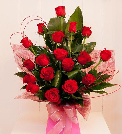 Giftbasket,Gift,red roses,roses,basket,onlineflowerdelivery,present