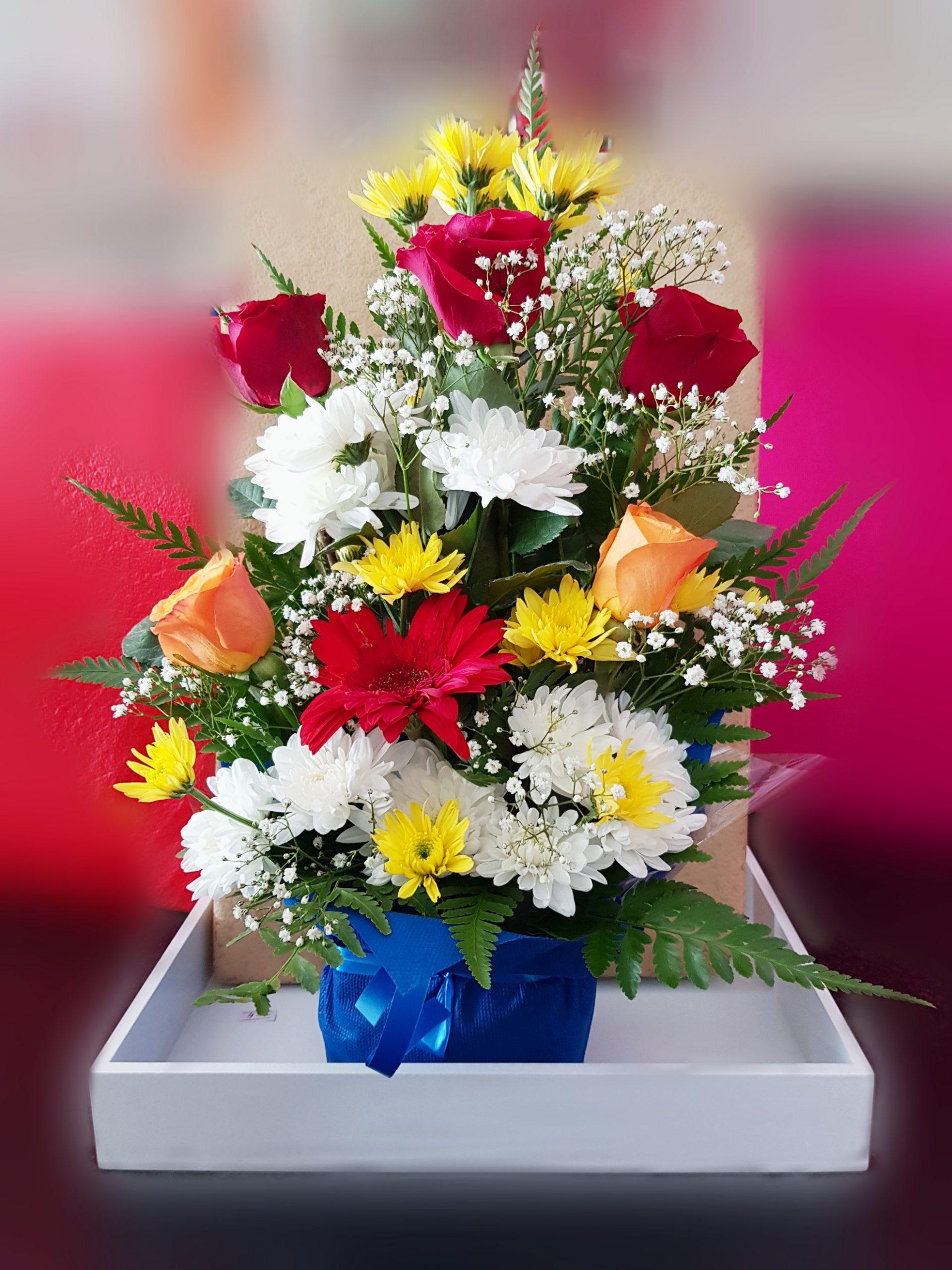 Exoticarrangement,flowerarrangement, mixedflowers,redroses,yellowroses,whiteroses,special,gift,present,onlineflowerdelivery