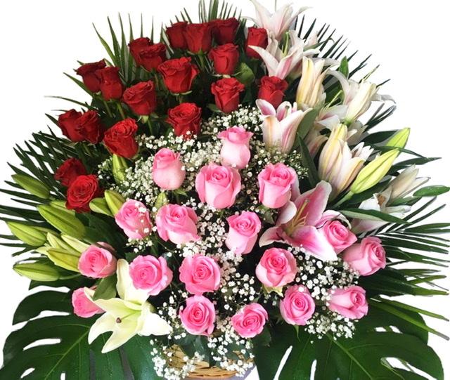 Mixed roses basket